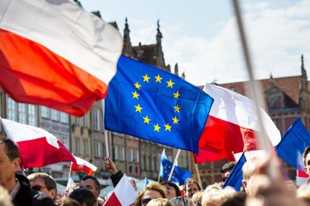 Resultado de imagem para polonia vs união européia